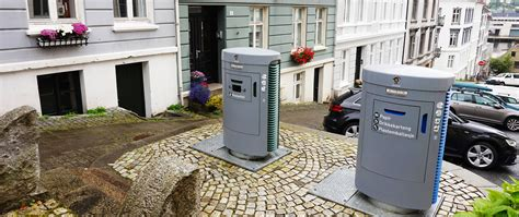 Smart waste handling for sustainable cities, hospitals and
