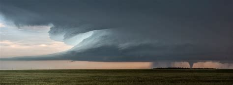 Supercell Thunderstorm On The Great Plains Tornado Alley