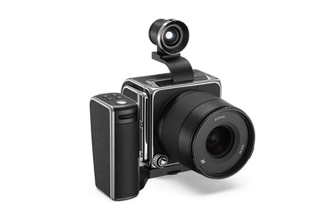 The Hasselblad X1D II Arrives with Zoom Lens, Mobile App